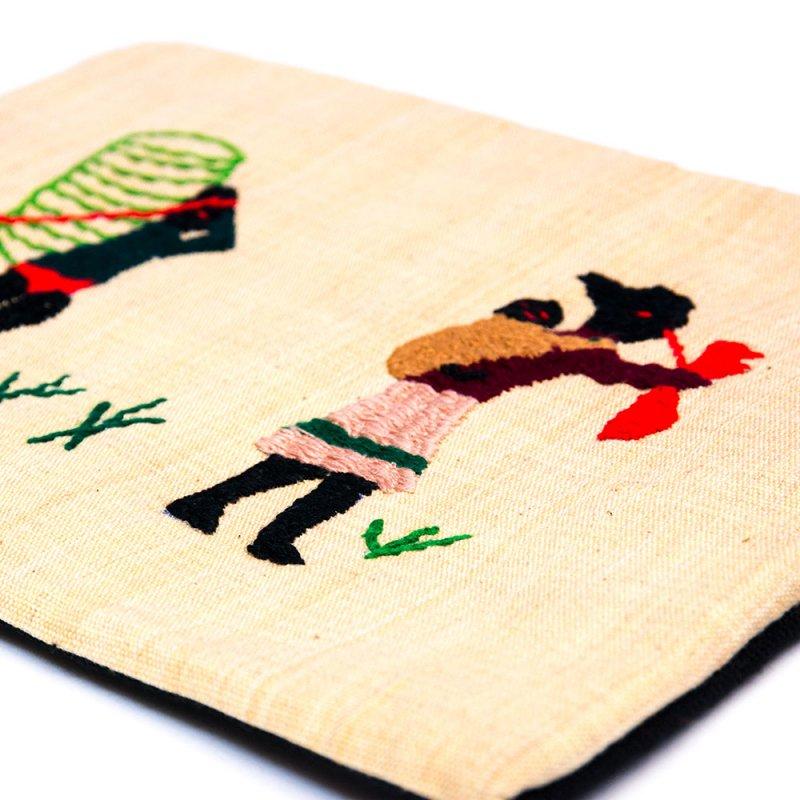 画像3:ミャンマー ナガ族 手刺繍のタブレットケース Type.1