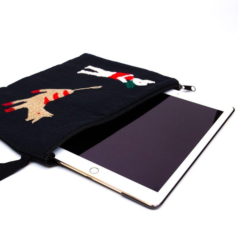 ミャンマー ナガ族 手刺繍のタブレットケース Type.5