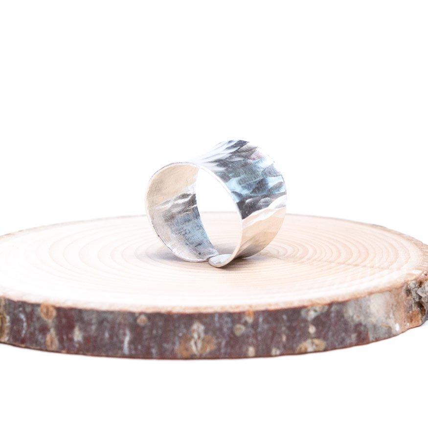 【カレン族シルバーリング】白銀の美しさを際立たせるシンプルな造り
