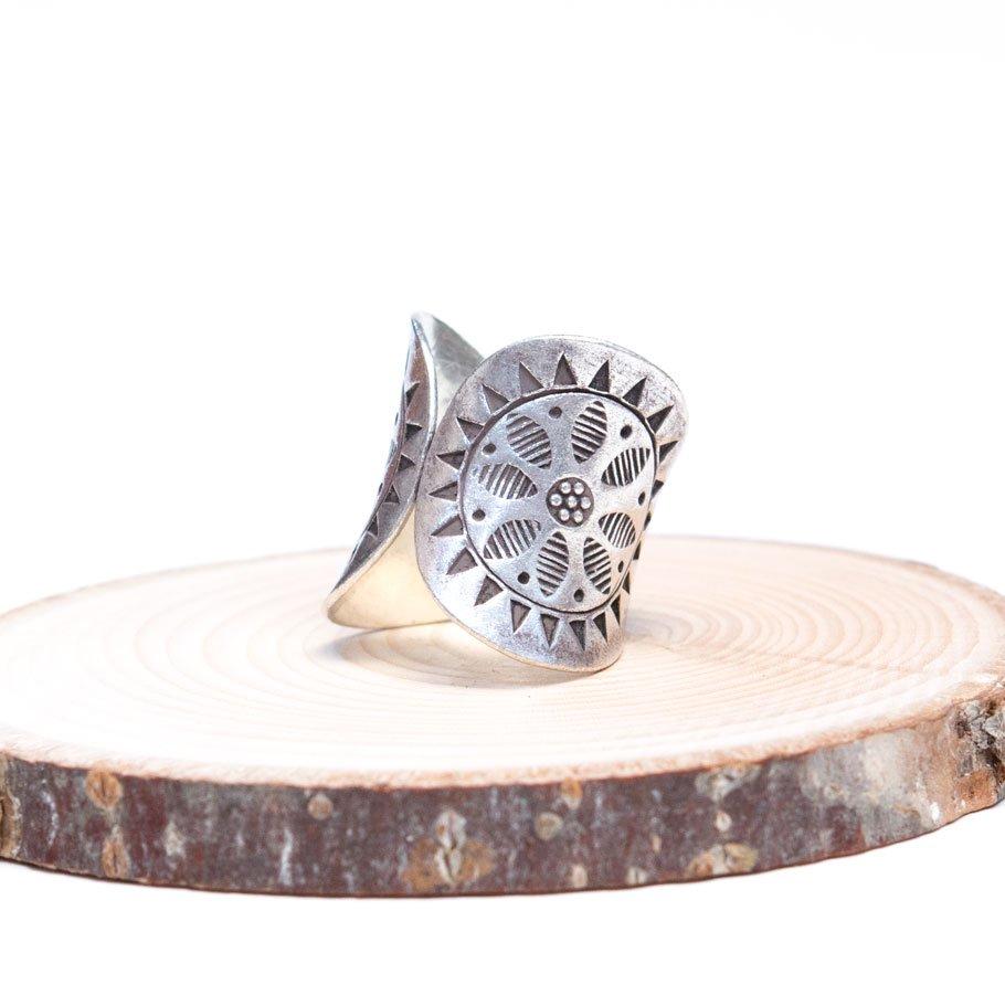 【カレン族シルバー】アニミズムに基づく緻密な刻印がなされたリング