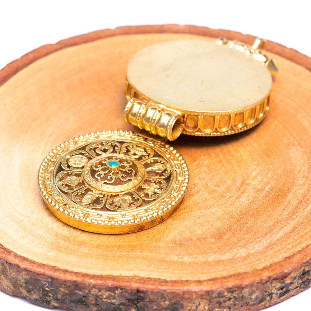 【チベット密教仏具】曼荼羅デザインに吉祥八紋様が刻まれたガウペンダント(金メッキ仕様)