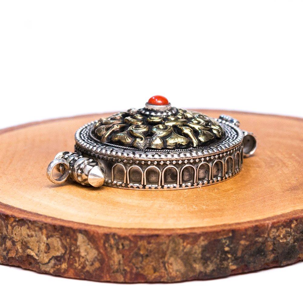 【チベット密教仏具】曼荼羅デザインにダブルドルジェを深く刻んだガウペンダント