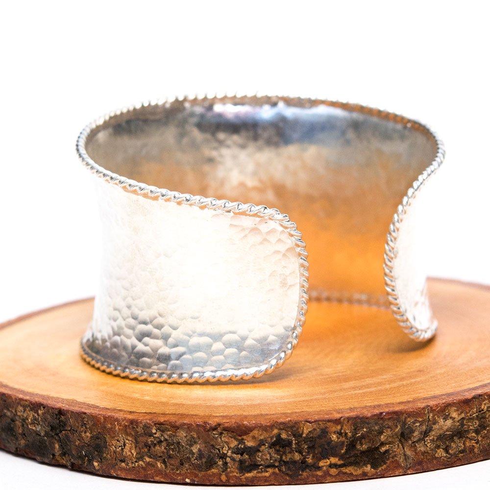 【カレン族シルバー バングル】シンプルながらも美しく洗練されたカレン族の光る技
