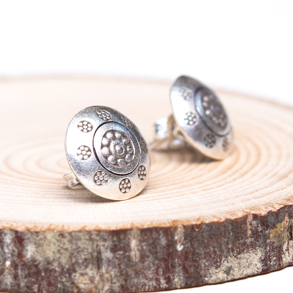 【カレン族シルバー】パドゥアの花が刻印されたボタン風ピアス