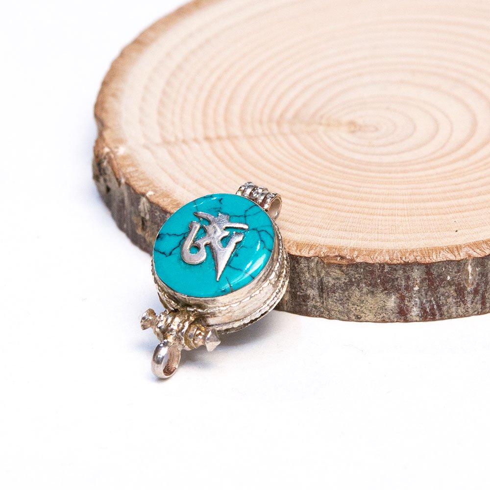 【チベット密教仏具】ガウ(Ghau)に梵字が刻まれたペンダントトップ