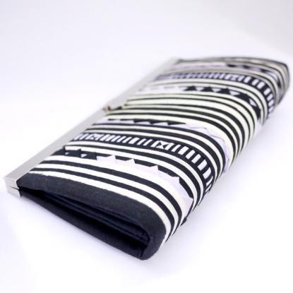 リス族 カラフル刺繍のがま口長財布(ホワイト/ブラック)