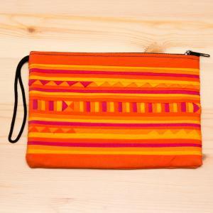 リス族刺繍のモダンなハンドメイドポーチ M-size(オレンジ)