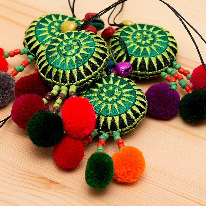 画像2:【モン族雑貨】タワン(太陽)ポンポンストラップ(緑)/エスニックファッション