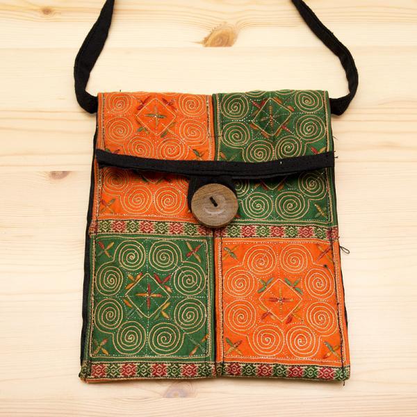 【モン族バッグ】白モン族の渦巻きポシェット(緑&橙)|タイ民族雑貨