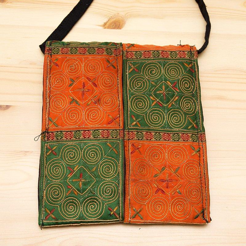 画像4:【モン族バッグ】白モン族の渦巻きポシェット(緑&橙)|タイ民族雑貨