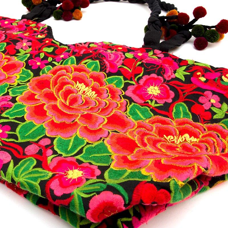 画像2:花モン族の色鮮やかなポンポン付トートバッグ|タイ民族雑貨