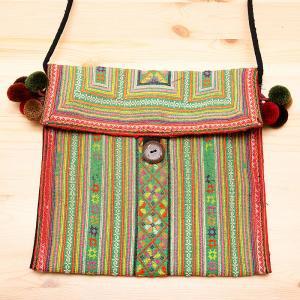 モン族刺繍のポンポン付ショルダーバッグ/一点もの/タイ民族雑貨