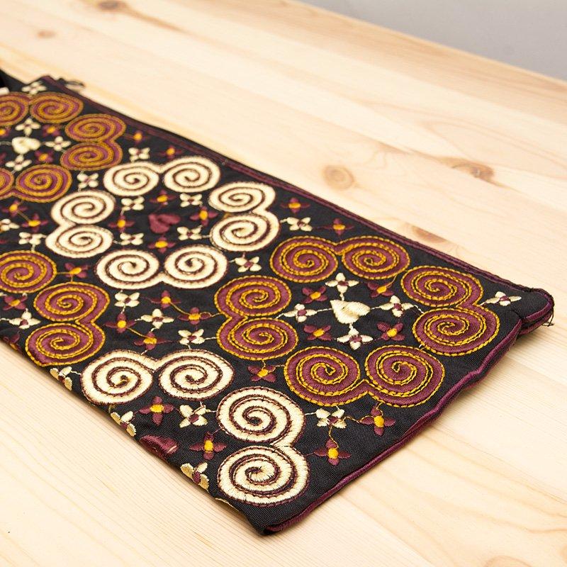 画像2:モン族の大きめ刺繍ポーチ(ゴールド)/渦巻き/エスニック/タイ民族雑貨