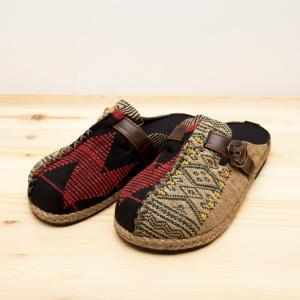ナガ族手織り布のサボサンダル(ベージュxグリーン)