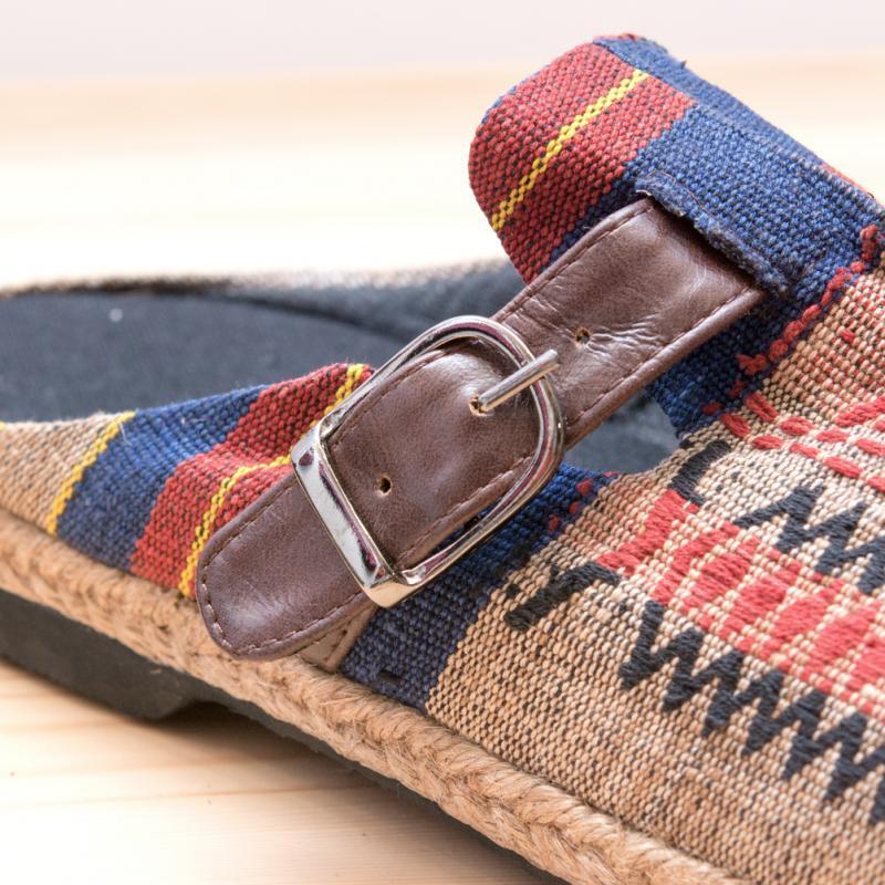 ナガ族刺繍のサボサンダル(ベージュxネイビー)/ハンドメイド/民族雑貨