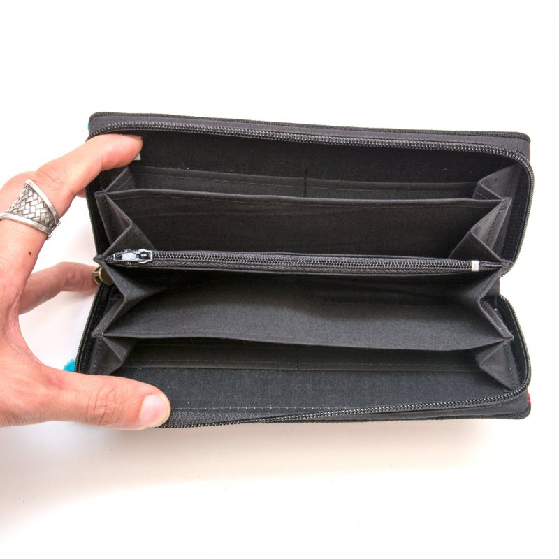 画像3:モン族 カラフル刺繍のラウンドファスナー長財布