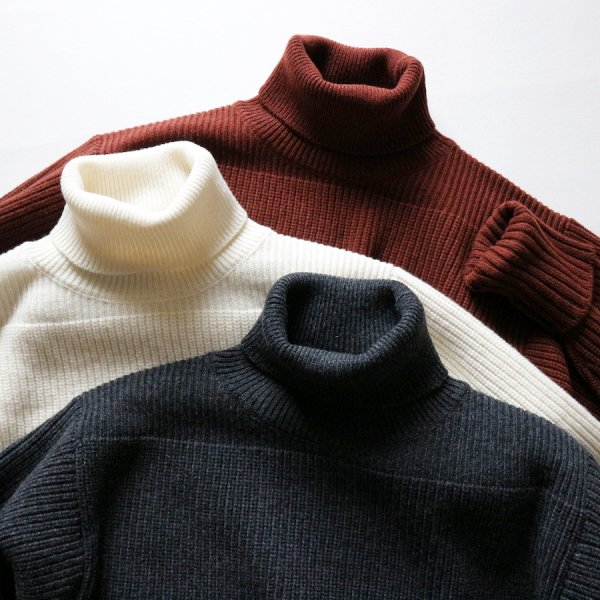 MERINO SUPER LAMB BRITISH TURTLENECK SWEATER