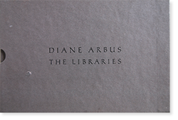 <img class='new_mark_img1' src='https://img.shop-pro.jp/img/new/icons7.gif' style='border:none;display:inline;margin:0px;padding:0px;width:auto;' />THE LIBRARIES Diane Arbus ダイアン・アーバス 写真集