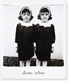 <img class='new_mark_img1' src='https://img.shop-pro.jp/img/new/icons57.gif' style='border:none;display:inline;margin:0px;padding:0px;width:auto;' />diane arbus An Aperture Monograph 25th Anniversary Edition ダイアン・アーバス 写真集