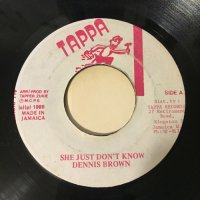 DENNIS BROWN / SHE JUST DON'T KNOW