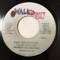 MIGHTY DIAMONDS & ANTHONY B / PASS THE KUTCHIE