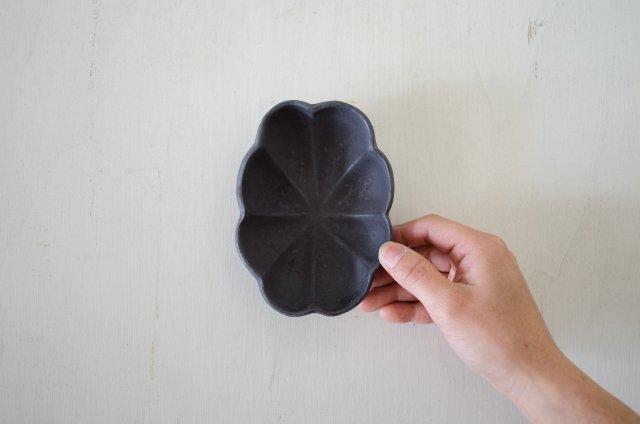 黒釉 輪花鉢  境道一