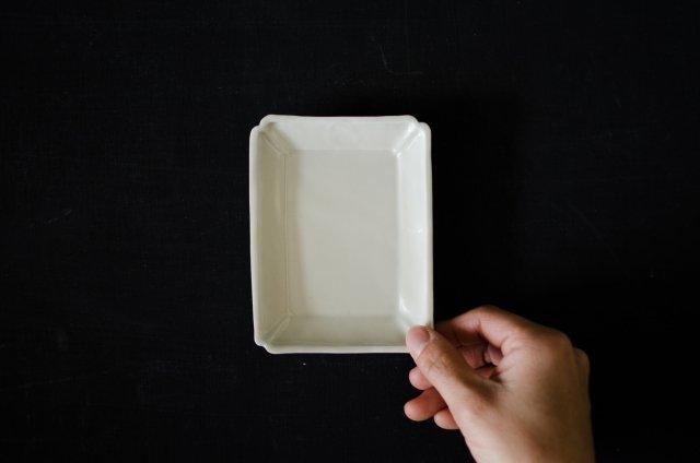 白磁 型打ち 長方皿 小 境知子