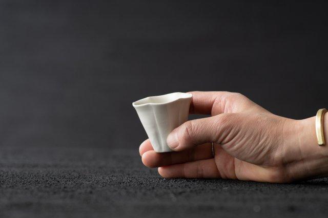 白磁 輪花茶杯 境知子
