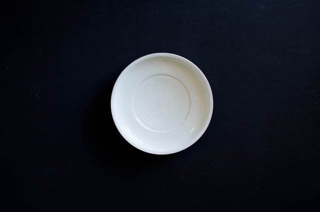 白磁 8寸リム皿 阿部春弥