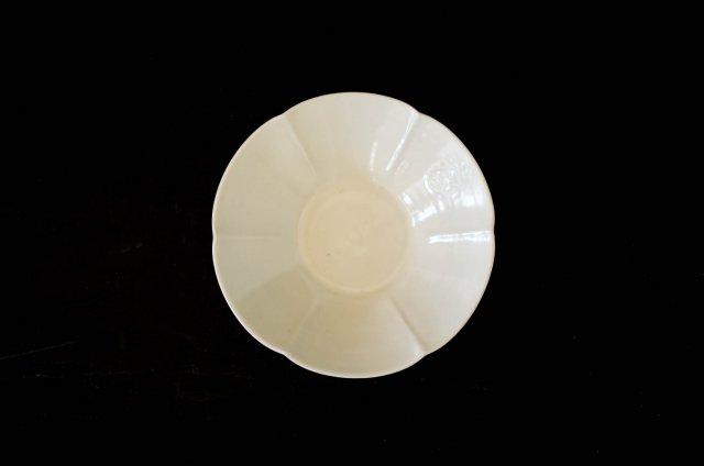 境知子 白磁 型打ち 朝顔 鉢