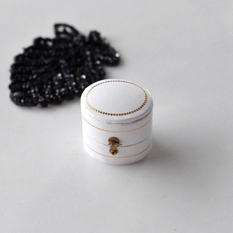 アンティークスタイル リングケース(oval/white)