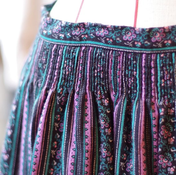 <img class='new_mark_img1' src='https://img.shop-pro.jp/img/new/icons20.gif' style='border:none;display:inline;margin:0px;padding:0px;width:auto;' />vintage tyrol skirt
