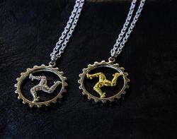 【 Harold's Gear 】 Triskele & Skeleton Gear Pendant Top + Chain (All White Metal・White Metal+Brass)