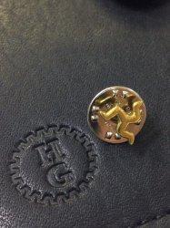 【Harold's Gear 】Triskele  Pin Badge