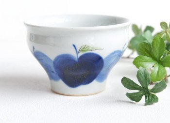 りんご園 煎茶カップ 青 / 敏彩窯