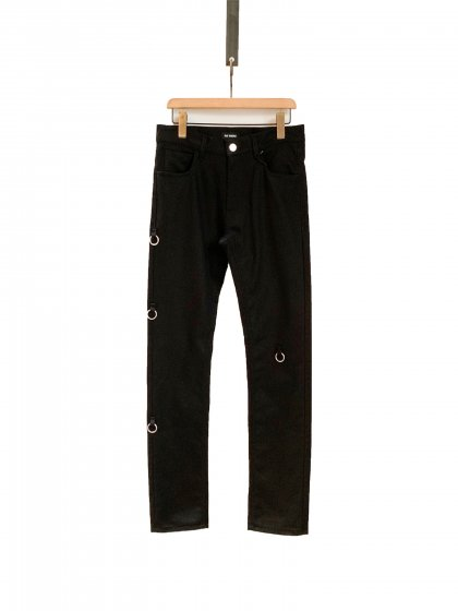 <img class='new_mark_img1' src='https://img.shop-pro.jp/img/new/icons19.gif' style='border:none;display:inline;margin:0px;padding:0px;width:auto;' />Slim fit denim pants with 4 rings