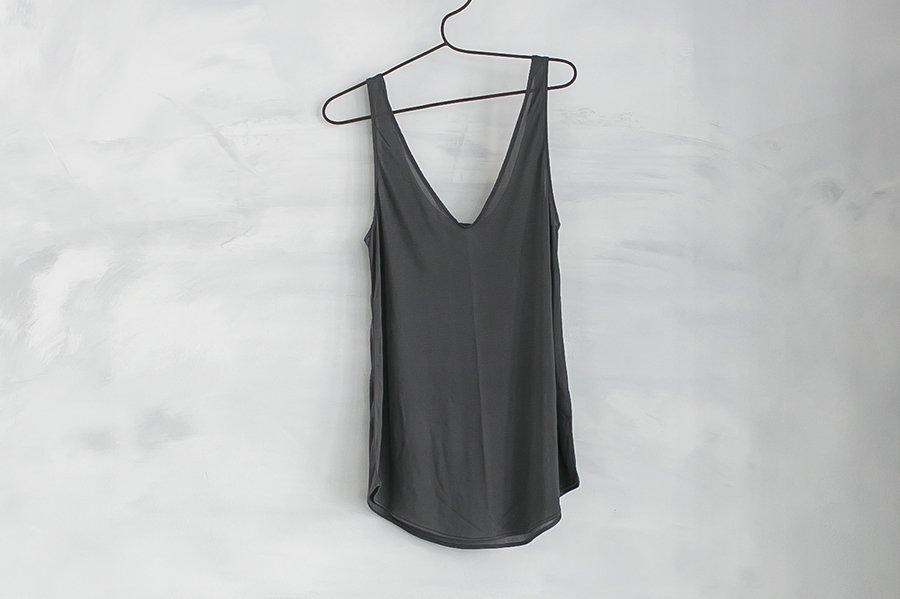 COCOONA skinwear キャミソール (VUネック) CHARCOAL