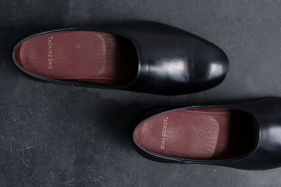 <img class='new_mark_img1' src='https://img.shop-pro.jp/img/new/icons52.gif' style='border:none;display:inline;margin:0px;padding:0px;width:auto;' />TACHINO CHIE 'NAKED' SHOES