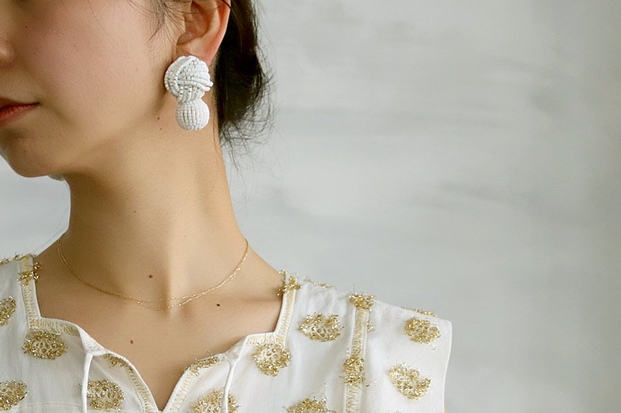 DOIGT Knot Earring  WHITE