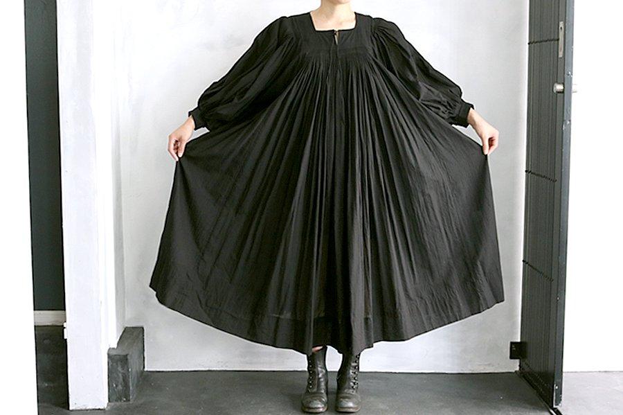 TOWAVASE 「Hand smocking」ドレス BLACK