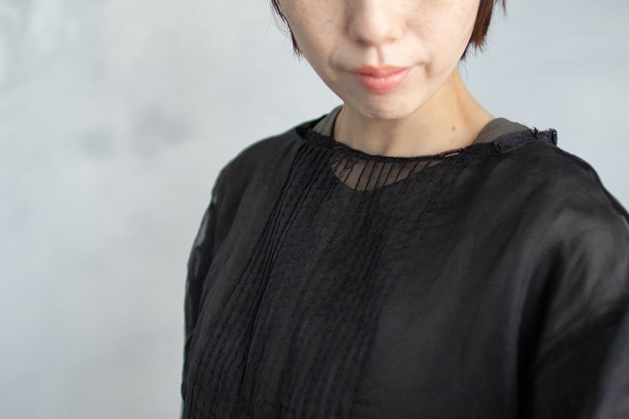 TOWAVASE 「Coquille」ブラウス BLACK