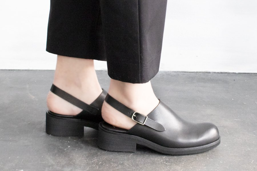 <img class='new_mark_img1' src='https://img.shop-pro.jp/img/new/icons52.gif' style='border:none;display:inline;margin:0px;padding:0px;width:auto;' />BEAUTIFUL SHOES SINGLEBELT CLOGS