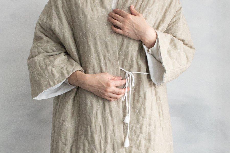 TOWAVASE  リネン刺繍キルトローブ BEIGE