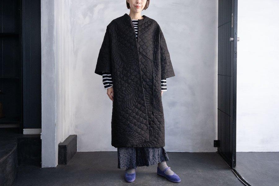 TOWAVASE  刺繍キルトローブ BLACK