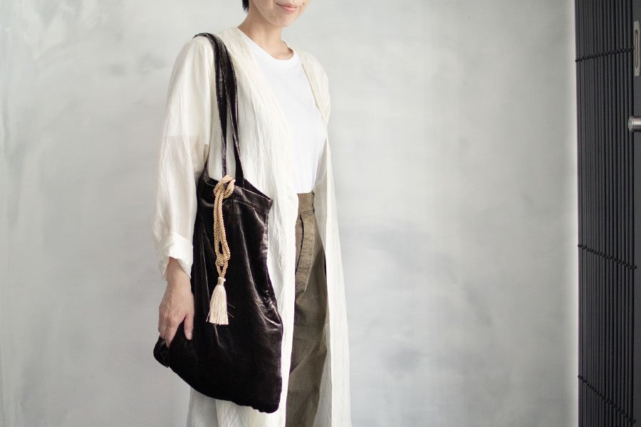 <img class='new_mark_img1' src='https://img.shop-pro.jp/img/new/icons1.gif' style='border:none;display:inline;margin:0px;padding:0px;width:auto;' />MAVUNO ベルべットBAG BROWN