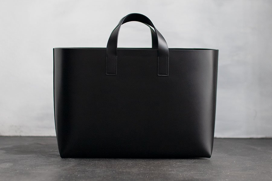 <img class='new_mark_img1' src='https://img.shop-pro.jp/img/new/icons1.gif' style='border:none;display:inline;margin:0px;padding:0px;width:auto;' />FOOT THE COACHER LEATHER TOTE M