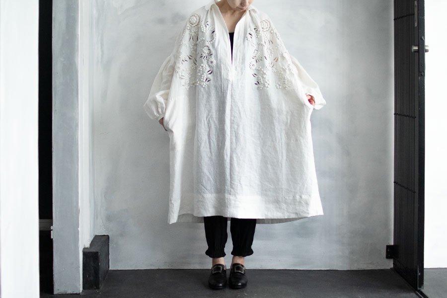 TOWAVASE 「champ de fleurs」刺繍スモックドレス WHITE