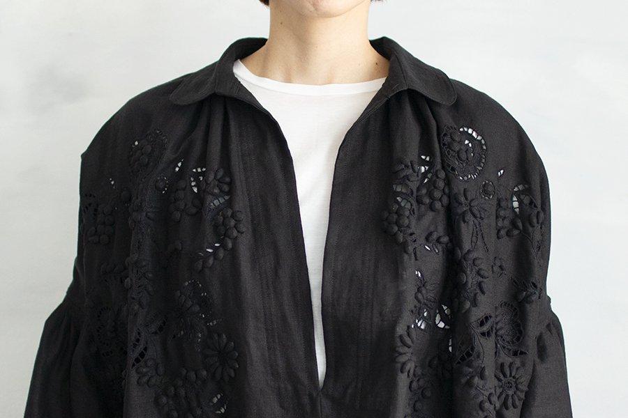 TOWAVASE 「champ de fleurs」刺繍スモックドレス BLACK