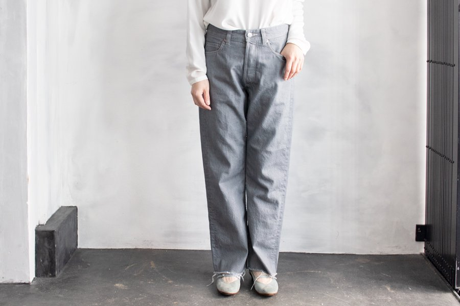 <img class='new_mark_img1' src='https://img.shop-pro.jp/img/new/icons1.gif' style='border:none;display:inline;margin:0px;padding:0px;width:auto;' />humoresque ジーンズ GRAY DENIM