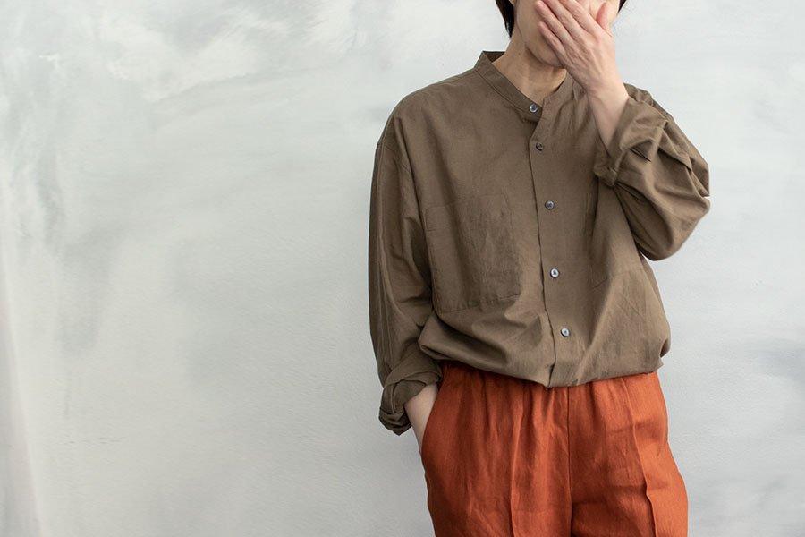 WIRROW コットンリネン スタンドカラーシャツ KHAKI BEIGE